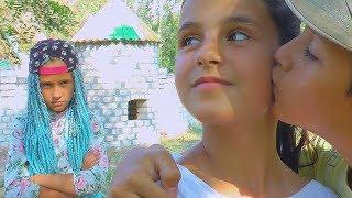 Рома ВЛЮБИЛСЯ в Дашу! ЗАБРОШЕНЫЙ ЗАМОК Настя РЕВНУЕТ Рому к Даше KIDS Children super girl