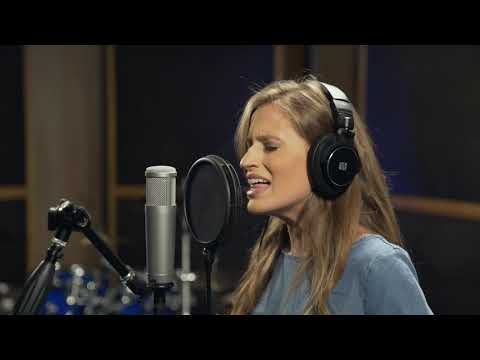 PreSonus PX-1 microphone: Foto Sisters' Katelyn Foto on vocals