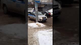 """У саратовского """"моста глупости"""" столкнулись машина ГИБДД и такси"""