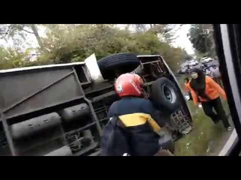Rekaman Video Amatir,Kecelakaan Bus di tanjakan Emen-Subang (10/02/2018)