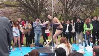 ポールダンス@代々木公園お花見会場 Public Pole Dance! ポールダンス 検索動画 17