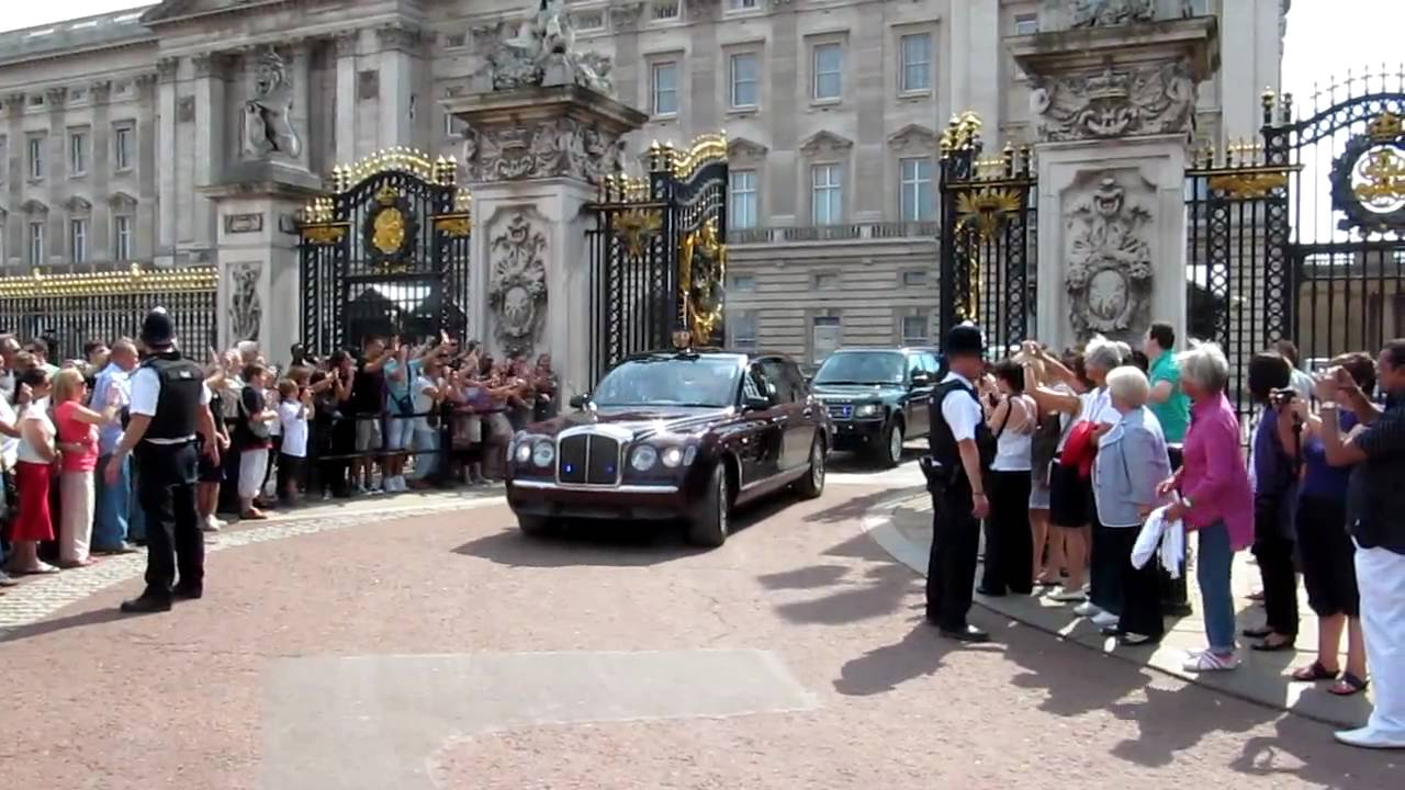 Queen Elizabeth 2 Is Leaving Buckingham Palace In Her Bentley