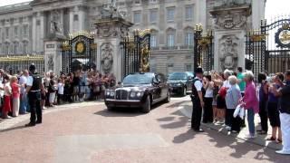 Queen Elizabeth 2 is leaving Buckingham Palace in her Bentley