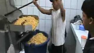 malas practicas de manufactura - papas.wmv