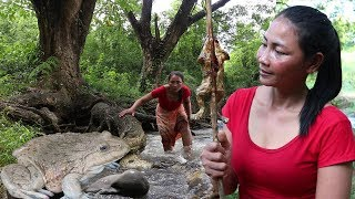 Catch frog in river To grill for lunch - Cook frog recipe eating delicious - Food my village ep02
