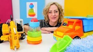 Spielzeugvideo für Kinder - Wir bauen eine Pyramide und lernen dabei die Farben