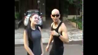 Repeat youtube video Ciuman Mesra Deddy Corbuzier ke Vicky Shu....Mantaps...!!!