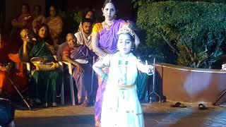 Madumeikkum kanna dance