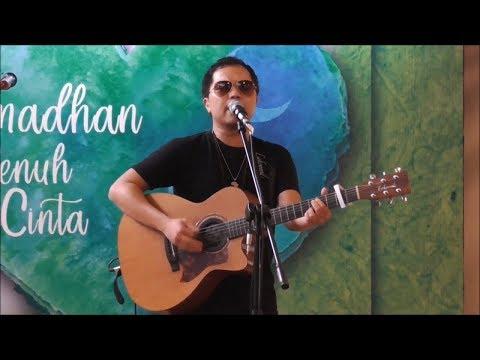 Sandy Sondoro Nyanyikan Lagu Religi Berjudul Lilahi Ta'ala