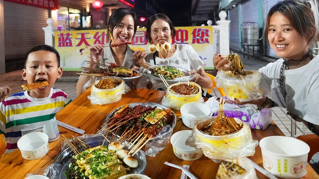 【超小厨】中学约会地吃宵夜!烧烤+酸辣粉,又不用煮饭了!舅母子边吃边后悔?