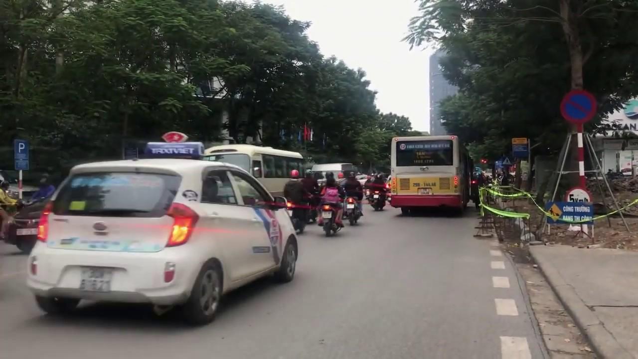 Download 混雑した通りで仕事に行く時間、バスのbusy音があまりにも怖い
