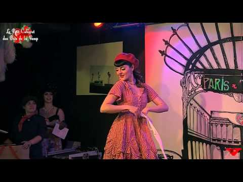 "Mamz'elle Plum'ti ""French Pin up"" Burlesque act, Le Petit Cabaret des Bois"
