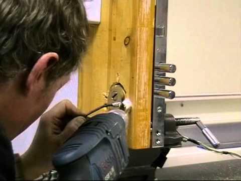 Высверливание --    Вскрытие замка методом высверливания (Вскрытие замка методом высверливания крепежных винтов броненакладки.)