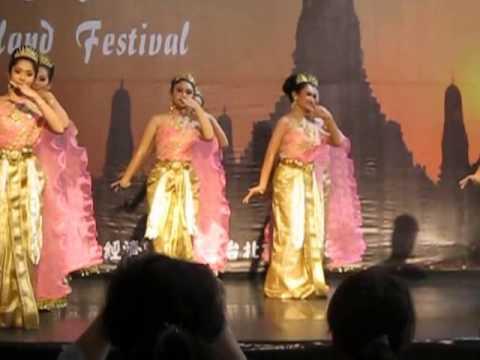 Thailand Festival in Taipei, July 17, 2013, Lisa, Sveta, Joey
