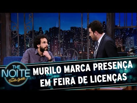 Murilo marca presença em feira de licenças | The Noite (03/10/17)