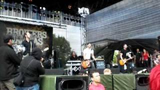 Broilers- Zurück zum Beton / Mit einem Fuß im Grab (live)