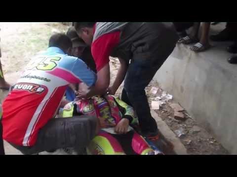Video clip hay pembalap wanita ini jatuh dan lehernya ...