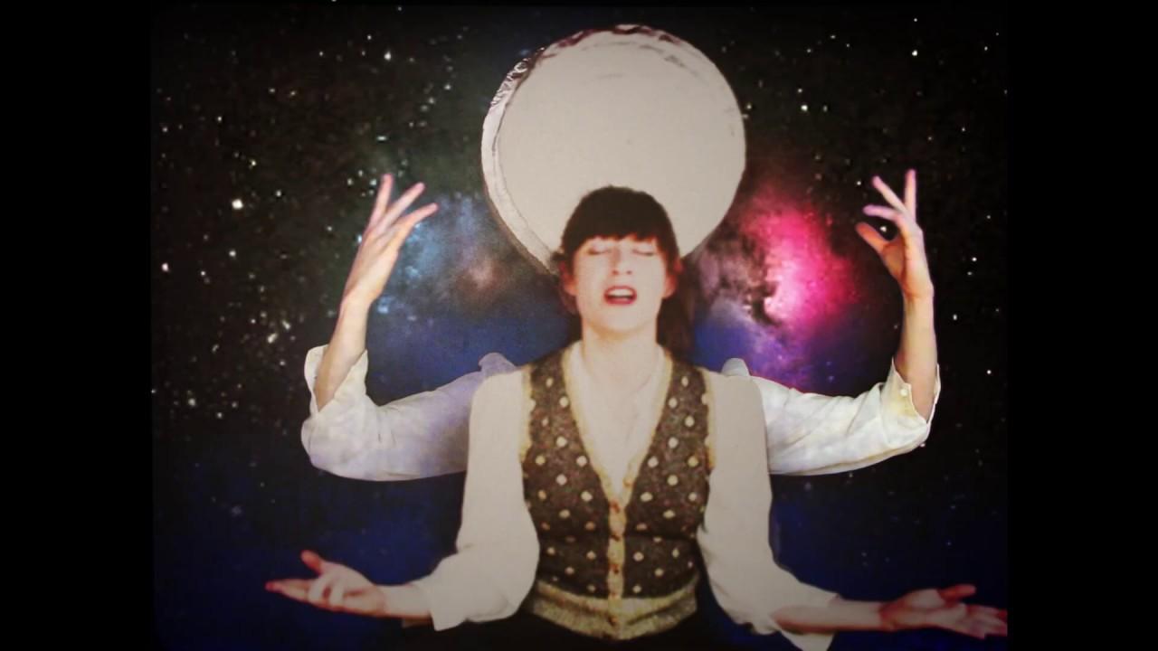 Wendy Martinez nous entraîne dans sa Chevauchée Electrique ....