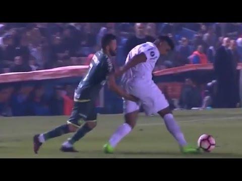 insÓlito►-jugador-del-chapecoense-le-mete-el-dedo-a-su-rival-en-partido-d-fútbol