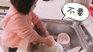 "Foodie XiaoMan 超萌小吃貨~小蛮殿下最近愛上勞動""洗碗""篇 💖🍄🤝😛 #48個月 #housework #baby #eatingmachine #小蛮 #xiaoman"