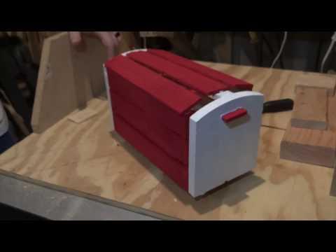 DIY HOLIDAY DECORATIONS: DECORATIVE MAILBOX