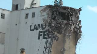 Crane Destroys Elevator Fort Dodge, Iowa. Awsome Gigantic Crane Knocks Down Land O Lakes Feed Mill