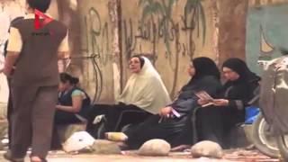 أمهات الطلاب ينتظرن أبنائهم خارج لجان الثانوية ويقرأون القرآن