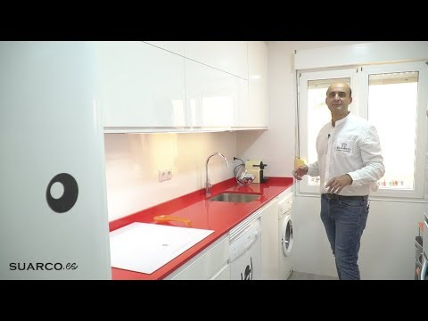 Cocina peque a blanca en dos frentes increibles sin for Muebles de cocina suarco