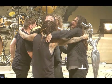 Jonathan Davis Emotional and Embraced by Bandmates At End of Vegas Show 9/15/2018