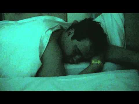 Lauteste Schnarchen der Welt Mase bringt Dennis um Schlaf