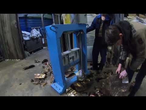 Гильотина гидравлическая ГГР-600 на прессованной PET пивной кеге - видео 2