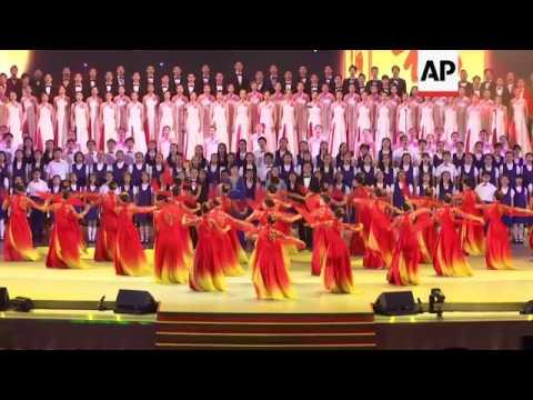 Xi sings at variety show in Hong Kong