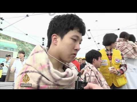 Hundreds missing after South Korea ship sinks