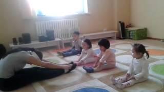 Занятия хореографией. Возраст детей - 2,5 года. Видео3(, 2013-06-23T04:55:42.000Z)