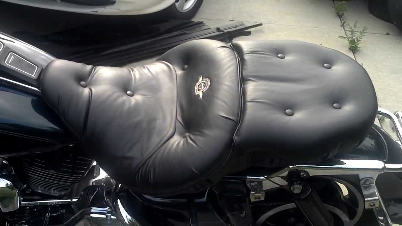 hight resolution of road zeppelin seat on harley