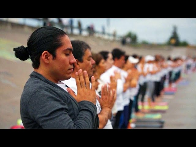 Yoga Class at US-Mexico Border Promotes Unity Without Walls
