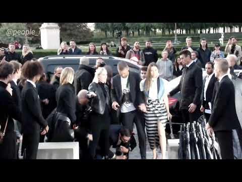 Lori - Justin Timberlake Attacked at Paris Fashion Show!
