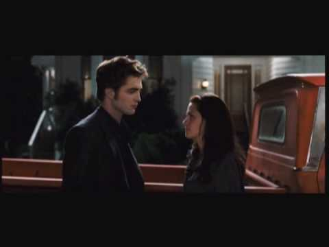 'The Twilight Saga:  New Moon' review by Michael Phillips
