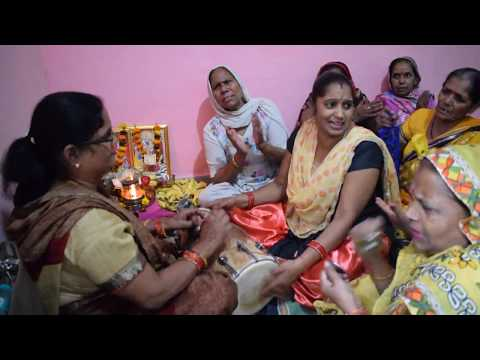 Meri Jholi Chhoti Pad Gayi Re Lyrics || मेरी झोली छोटी पड़ गई रे lyrics mata bhajan lyrics in hindi