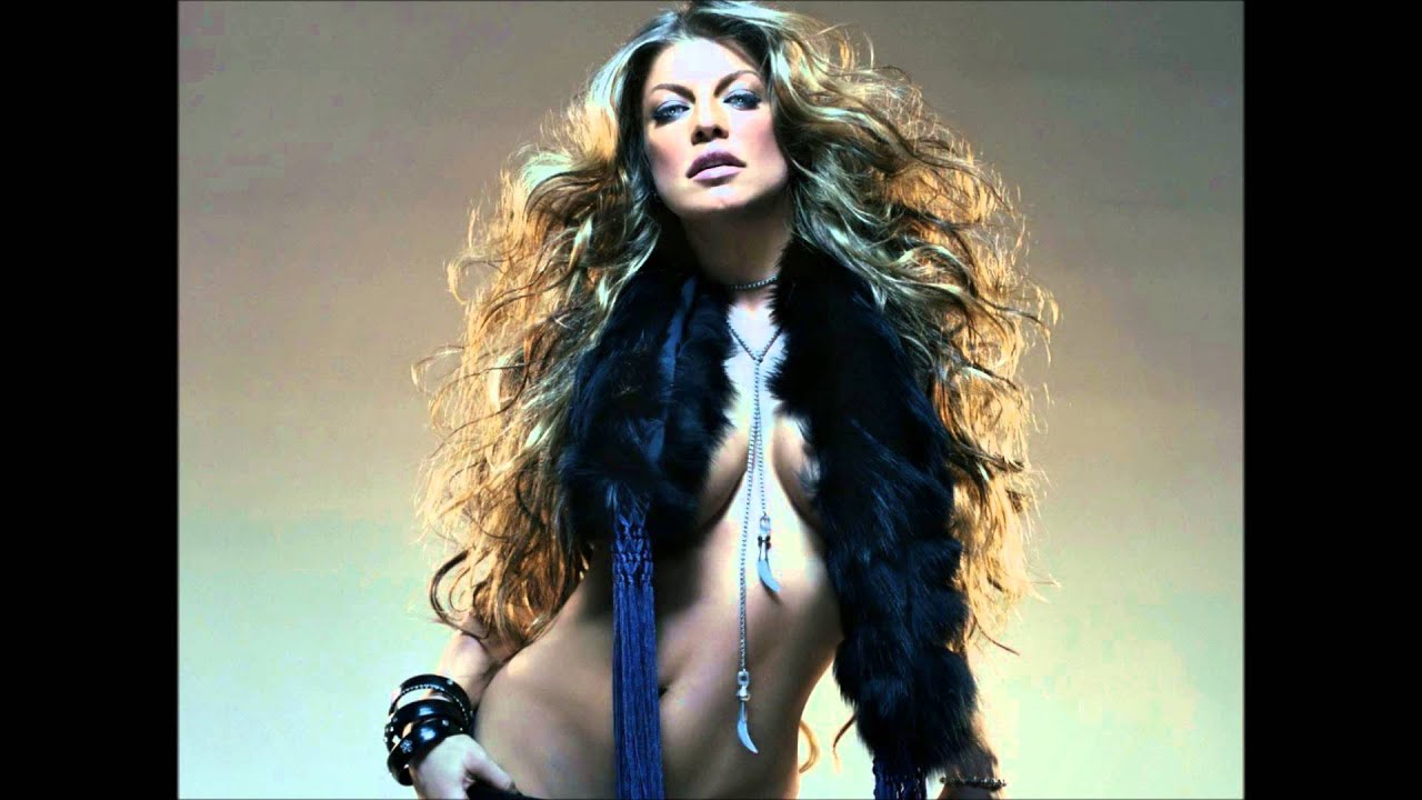 Almost naked fergie in hd commercial