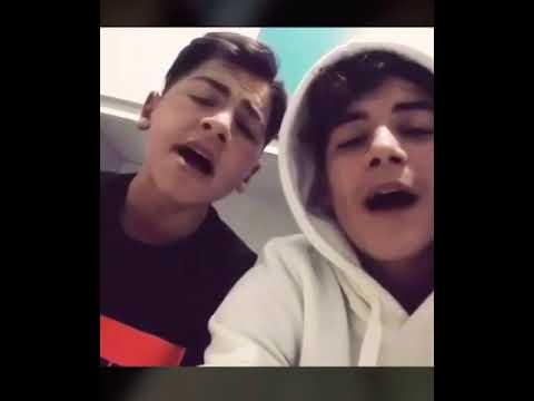 Ragazzi che cantano