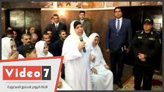 بالفيديو..عقب الإفراج عنها..مساعد وزير الداخلية يأمر بتوصيل إحدى الغارمات إلى مسقط رأسها