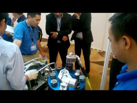 Hytorc Vietnam Demo kỹ thuật Stretch To Load tại Oil & Gas Vietnam (OGAV) 2016 vào 19/10/2016