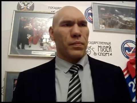 Николай Валуев в детстве играл в русский хоккей