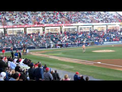 Dale Murphy throwing out first pitch