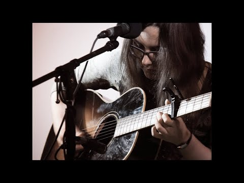"""Bumble Bee"" (Memphis Minnie Cover) – Alicia Marie"