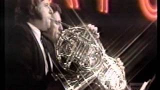 Barry White & Love Unlimited Orchestra - Love Theme (Live On Midnight Special 1974)