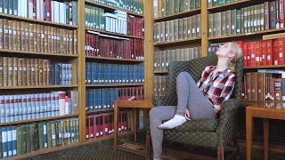 Закрыться в библиотеке и писать эссе