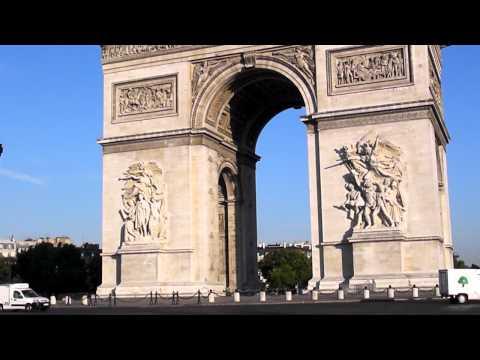 Présentation des Champs-Elysée, la place de l'étoile et l'Arc de Triomphe