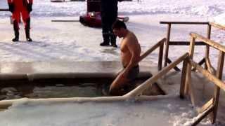 Крещенские плавания в проруби.